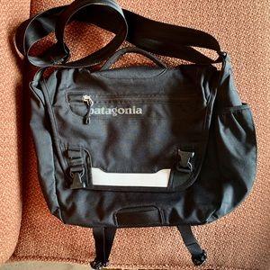 Patagonia small messenger bag